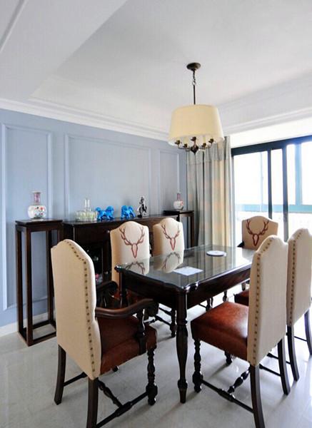 設計說明:藍灰色給人一種高貴又多愁善感的小憂傷,然而在深沉的棕色面前蕩然無存,反而呈現出平靜的優雅格調!
