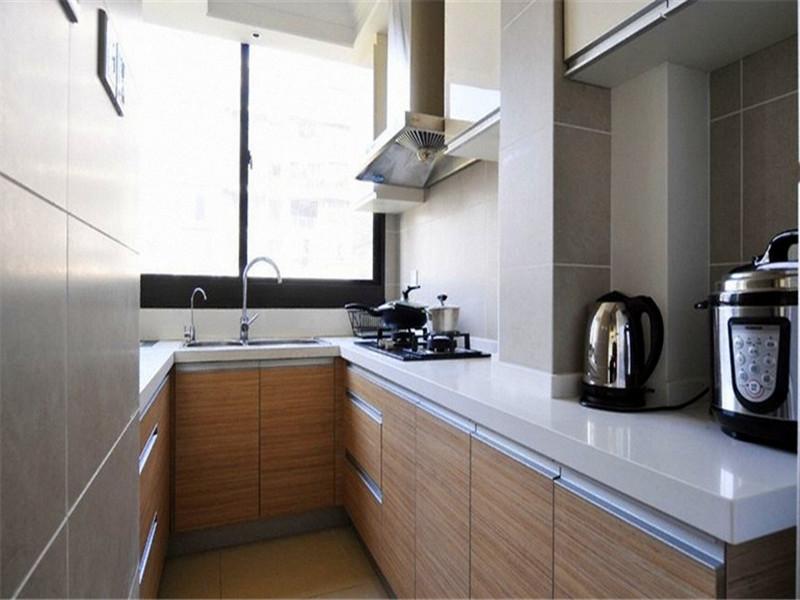 設計說明:配以布藝沙發和棕色茶幾、電視柜體,主題色調融合統一。
