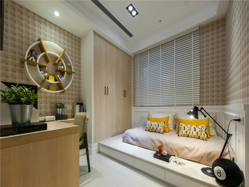 設計說明:次臥改成了非常實用的兩用居室,工作休息兩不誤,臥室里的榻榻米也獨具創意,是年輕朋友的最愛了。