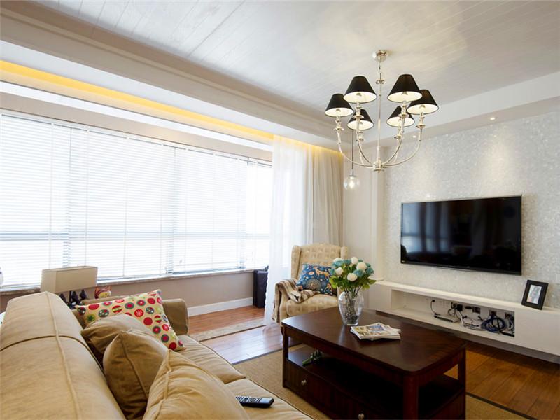 設計說明:客廳的特色在于匠心獨運的天花板處理手法,大家看出有什么特別之處了嗎?對,就是木層板鋪貼出來的效果。