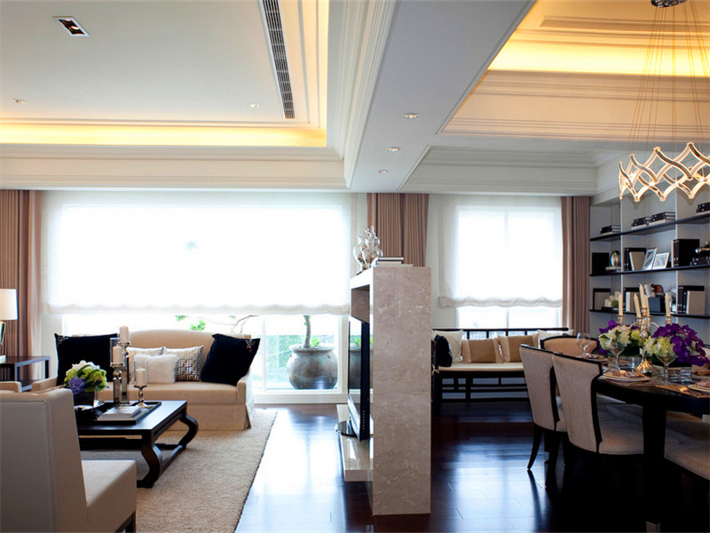設計說明:法式的居室有的不只是豪華大氣,更多的是愜意和浪漫。通過完美的典線,精益求精的細節處理,帶給家人不盡的舒服觸感。