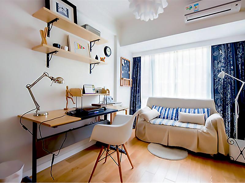 設計說明:全房做了簡單的吊頂處理,因為墻面和地板都是簡單的處理沒有做太多花哨的裝飾。