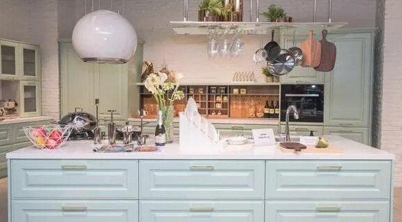 欧式厨房装修效果图.jpg